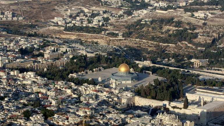 Unesco adopts controversial resolution on Jerusalem holy sites