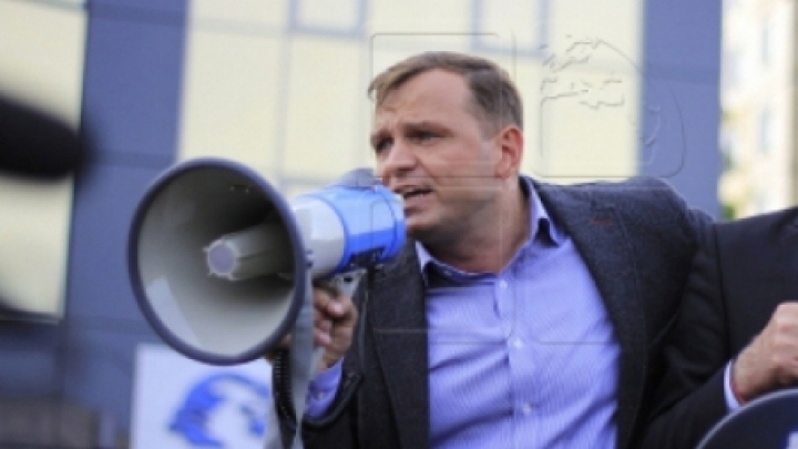 DA presidential candidate Nastase threatens Moldovan speaker Candu (PHOTO)