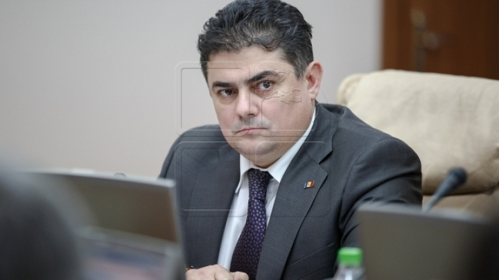 Economy Minister: 'Citizens won't pay a leu to make up for money stolen from the banks'