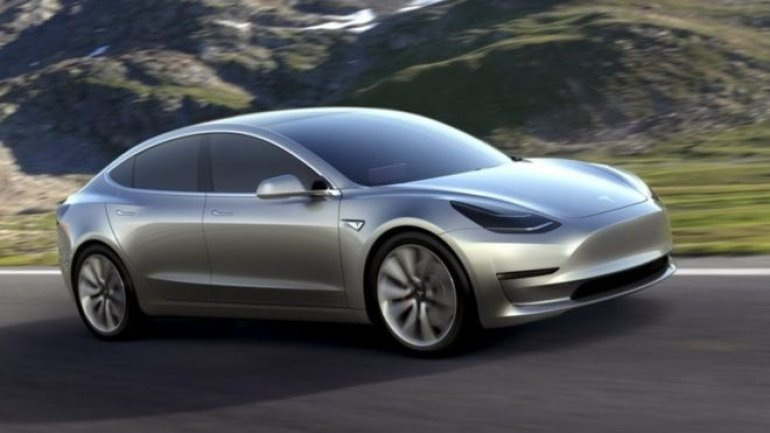 Tesla Motors announces it will make all new cars fully self-driving