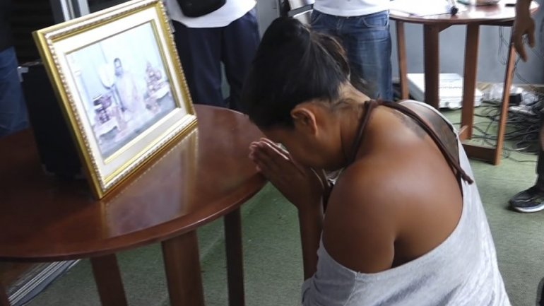 Thai woman forced to kneel before king's portrait over royal insult