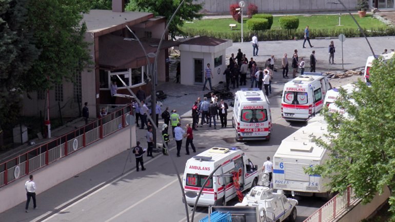 Suicide attack during police raid in eastern Turkey leaves casualties