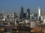 Paris tries to lure businesses fleeing Brexit-hit London