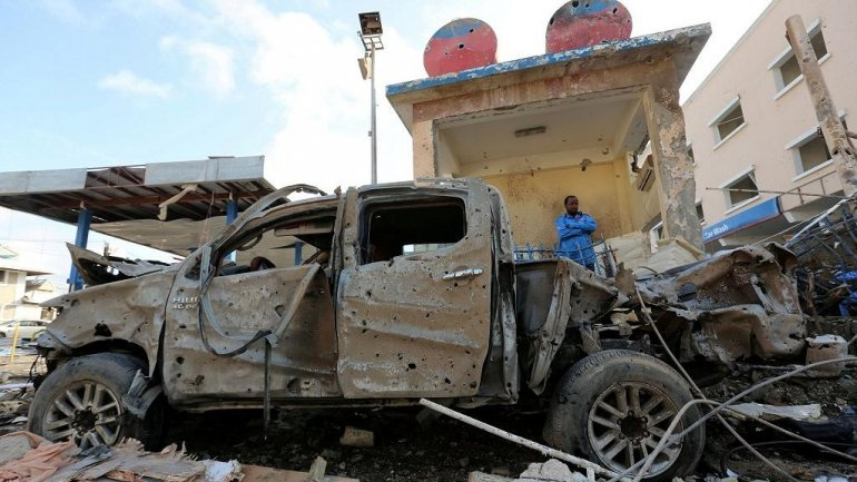 Suspected car bomb kills at least 10 people in Mogadishu