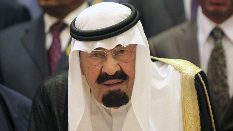 Four alleged al Qaeda members, arrested on suspicion of trying to kill ancient Saudi Arabia's king