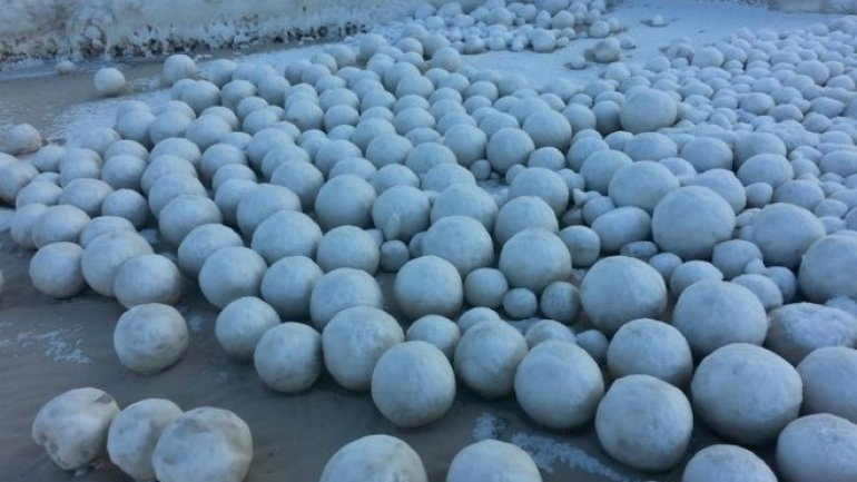 Giant snowballs appear on Russian beach in Siberia