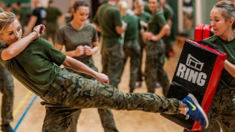 Polish army to teach women self-defence for free