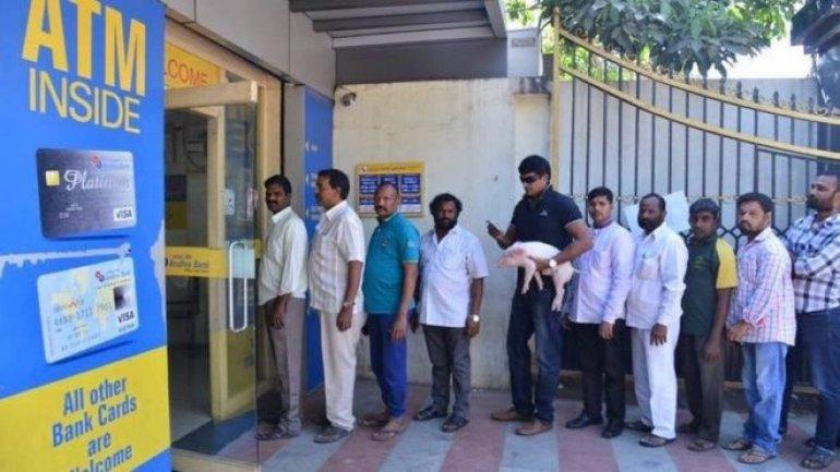 India rupee ban: Film star Ravi Babu takes piggy to bank