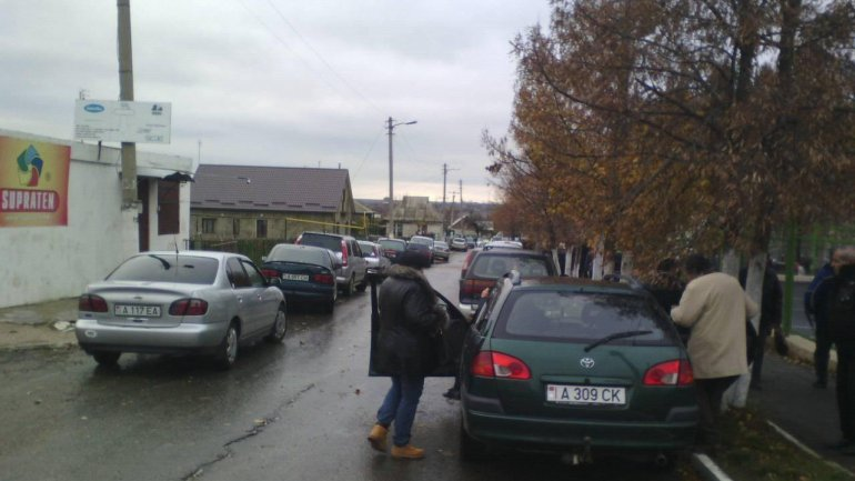 PRESIDENTIAL RUNOFF: Thousands of people are queuing at polling stations in Varnita (PHOTO)