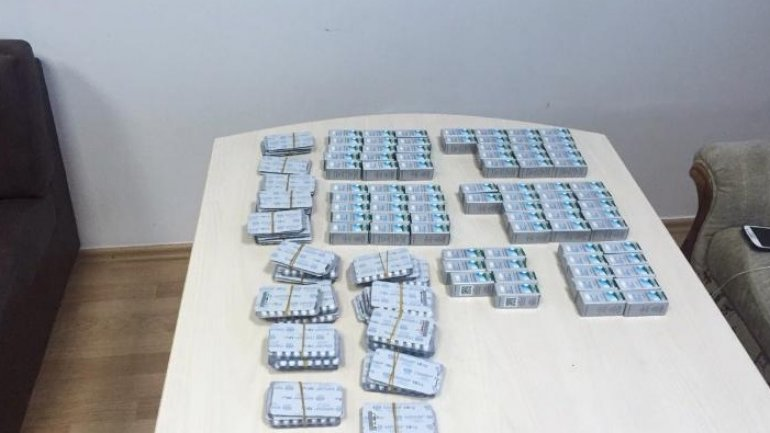 Two persons detained on Chisinau International Airport for smuggling anabolics