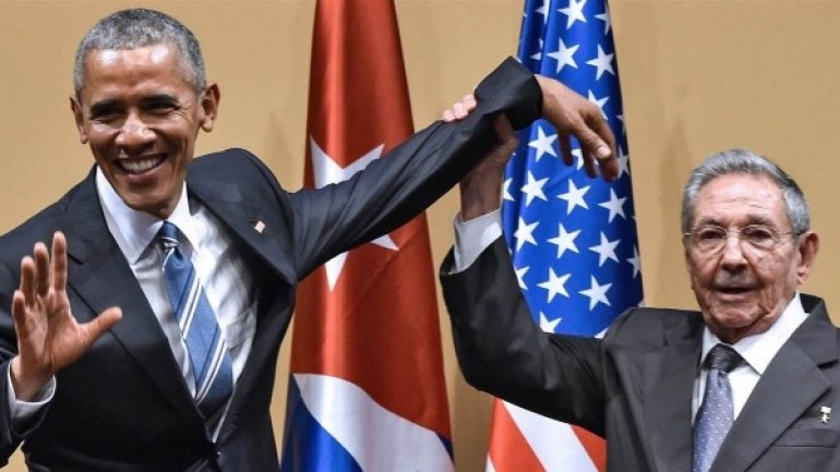 """President Obama offers Cubans """"hand of friendship"""" after Fidel Castro's death"""