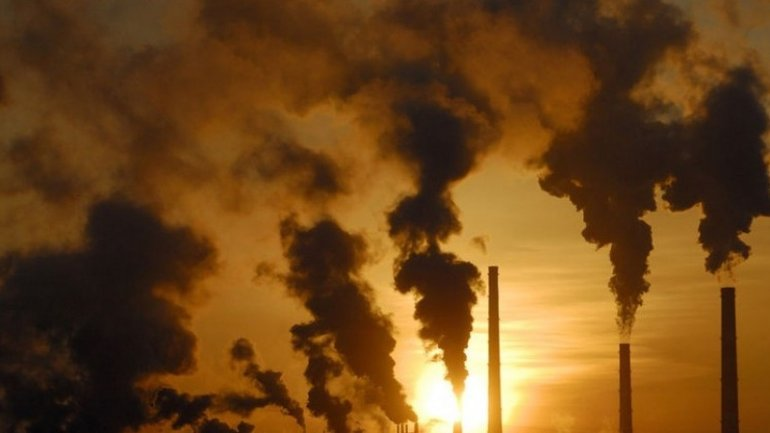 Study: Fossil-fuel CO2 emissions nearly stable for third year in row