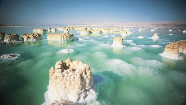 Dead Sea drying: A new low-point for Earth