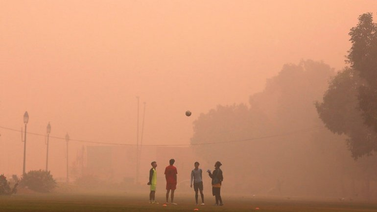 Delhi closes over 1,800 schools in response to dangerous smog