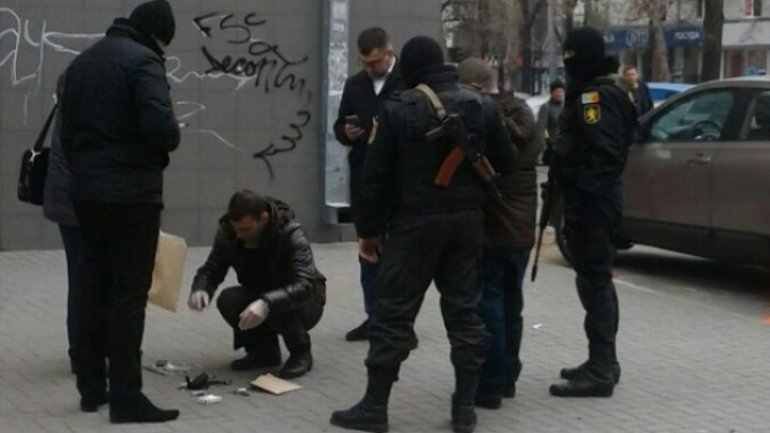 Police detain public servant selling drugs in Chisinau downtown