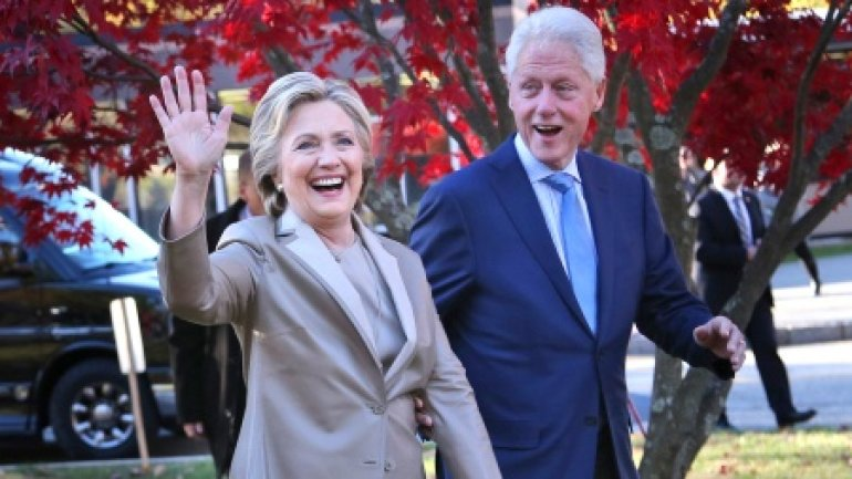 US Election: Clinton votes in New York with husband Bill