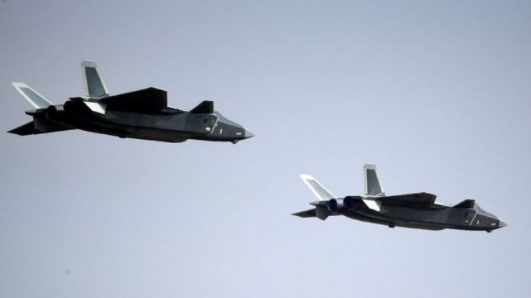 Chinese J-20 fighter jet in public debut at Zhuhai air show