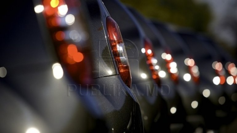 Government tenders Moldovan owners cuts to register foreign cars