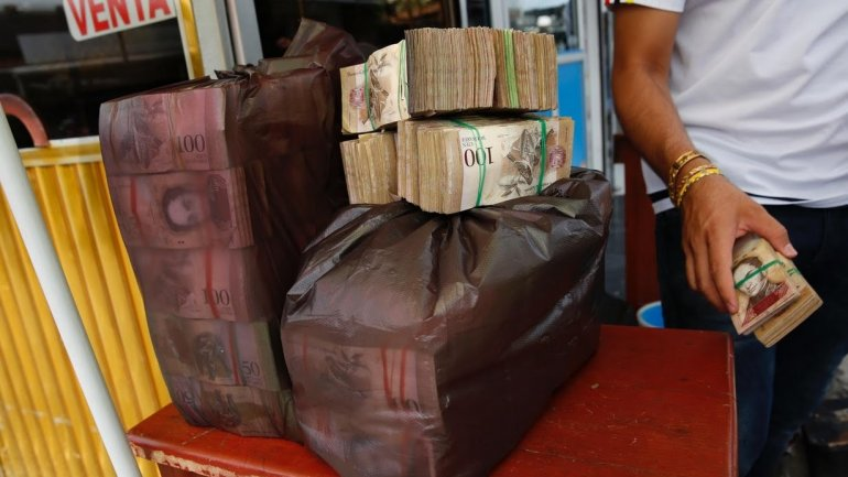 Super-hyperinflation in Venezuela. Money is not counted any more