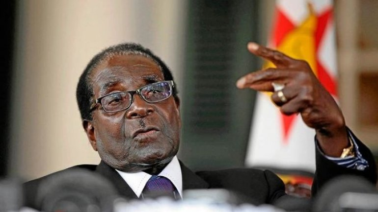 Zimbabwean army, unhappy with Mugabe's steering economy into hyperinflation