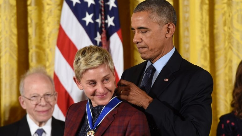 Obama praises Ellen DeGeneres as he awards her top US honour (Video)