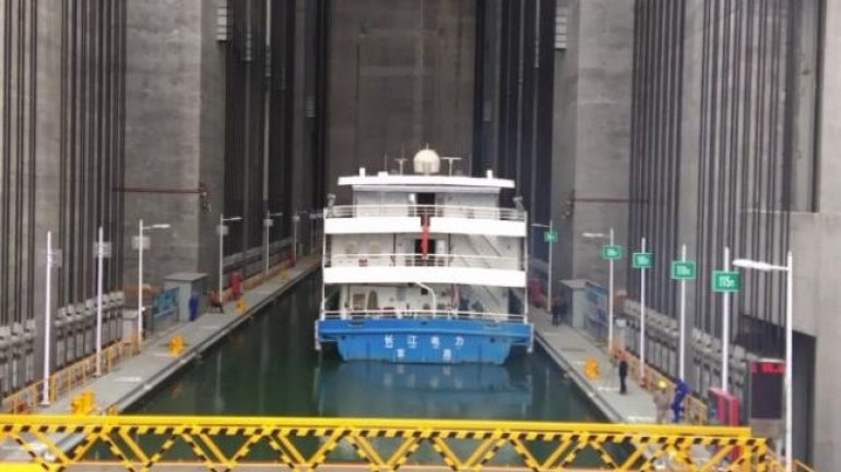China unveils world's biggest shiplift at the Three Gorges Dam