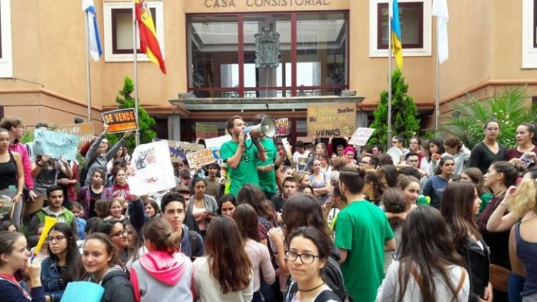 Parental support: Spanish parents go on strike against kids' homework