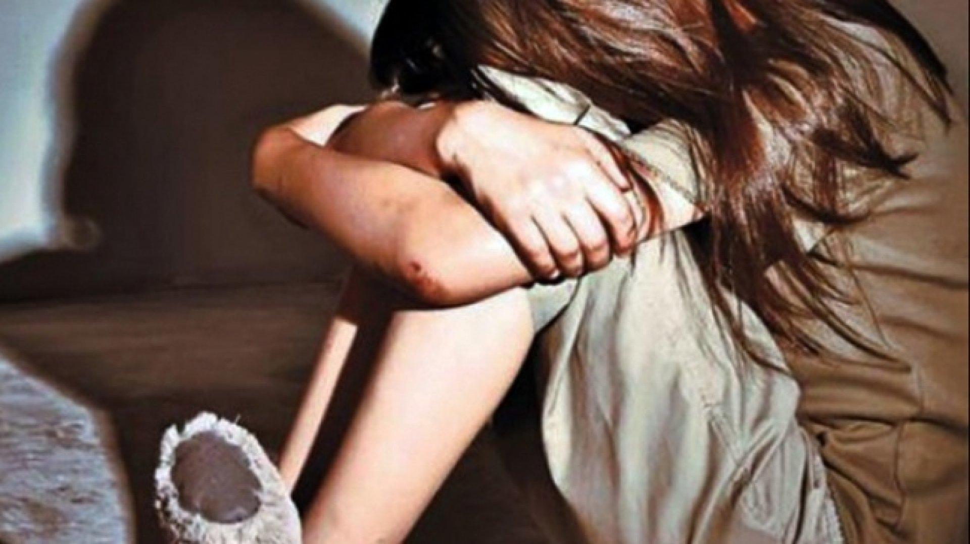 Порно молоденьких жестко трахают