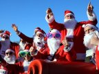 Thousands dressed as Santa dash through park to raise money for hospital (VIDEO)
