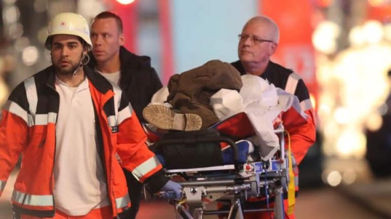 Truck plows into crowd at Berlin Christmas marker, 12 dead (PHOTO/VIDEO)