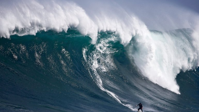 Record-high waves taller than a six-store building registered in North Atlantic