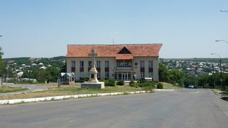 Colonita village mayor accused of leasing public land