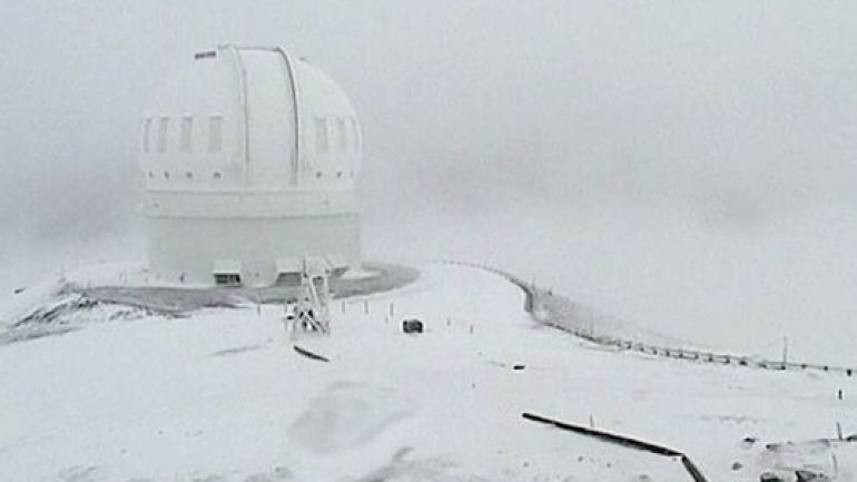 Hawaii's highest peaks get 2 feet of snow and more is on way (VIDEO)