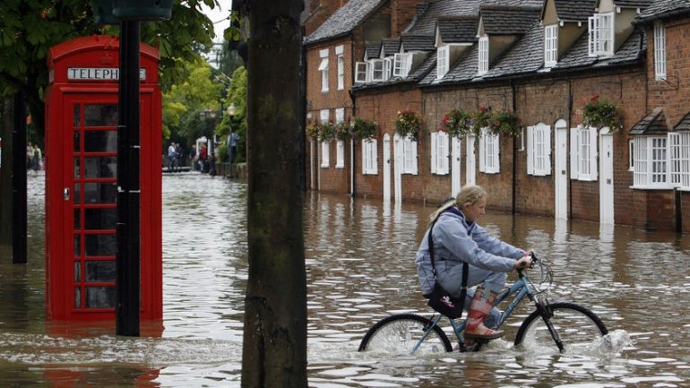 "Last winter's floods ""most extreme on record in UK"", says study"