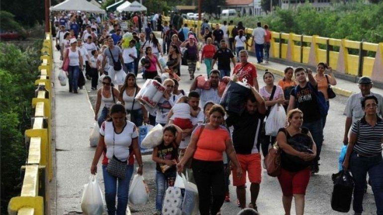 "Venezuela closes border with Colombia ""to destroy mafia"""