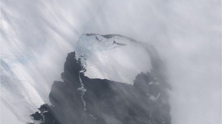 Ice loss spreads up Antarctic glaciers