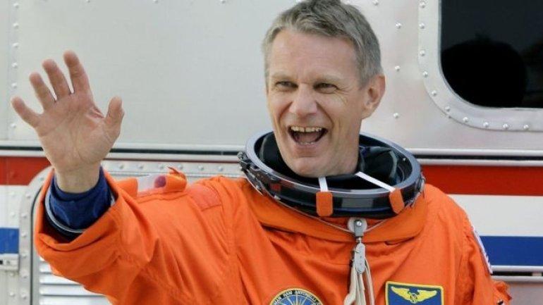 UK-born astronaut Piers Sellers dies aged 61