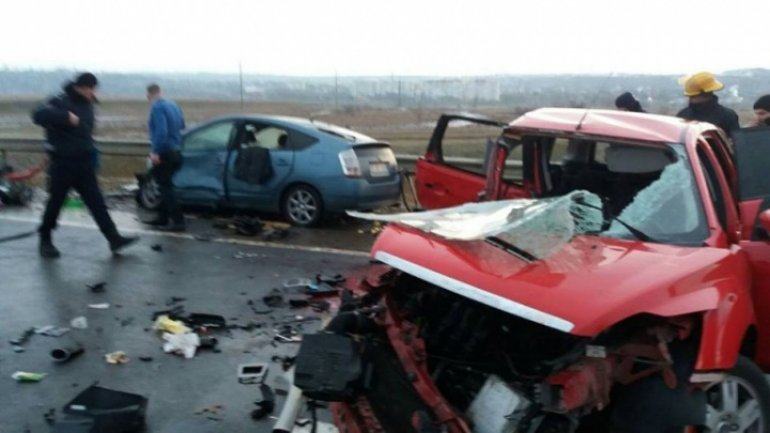 Frontal collision of cars kills father and son near Orhei