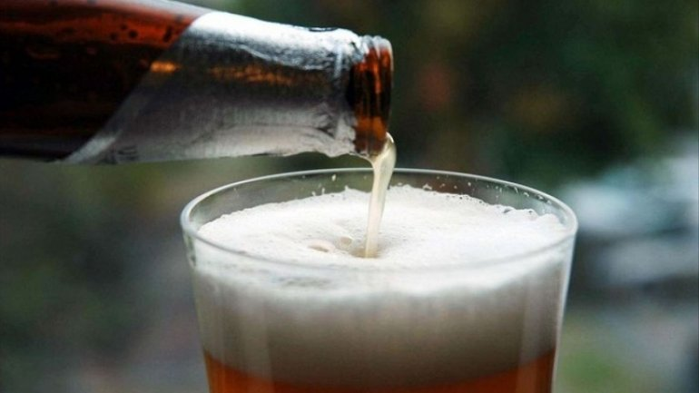 Mocking arguments at Parliament: Authorities calls for drinking age to be raised to 21