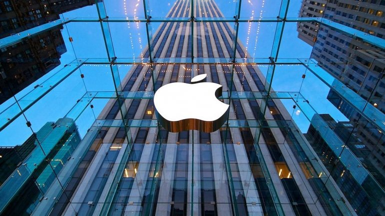 Apple plays with idea of making own autopilot car