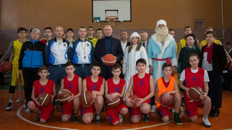 Premier Pavel Filip meets talented kids from the country's north (PHOTO)