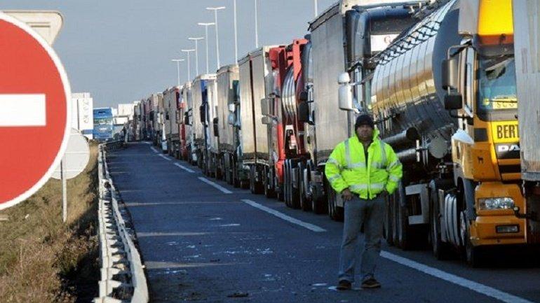 Head of Customs Service explains queues at Leuseni border crossing point