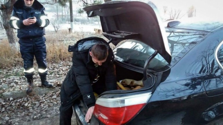 Moldovan calls police to rescue him from trunk of own car (PHOTO)