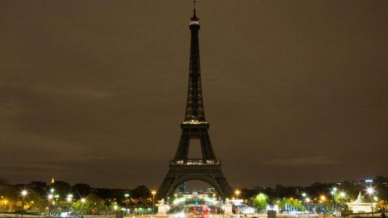Eiffel Tower to go dark in solidarity with Aleppo