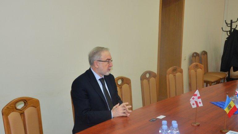 Customs Service director Vitalie Vrabie meets Georgian ambassador Merab Antadze