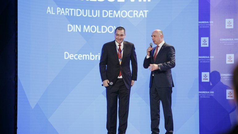 Victor Ponta is awarded with Order of Republic