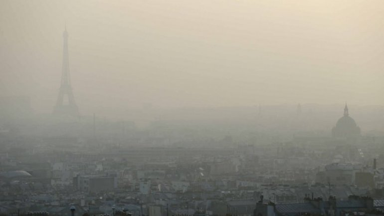 """Paris makes all public transport free in battle against """"worst air pollution for 10 years"""""""