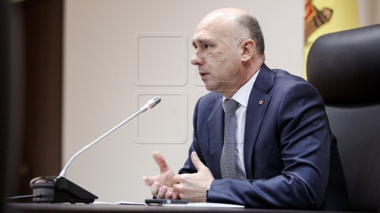Premier slams president for coming up with populist proposals