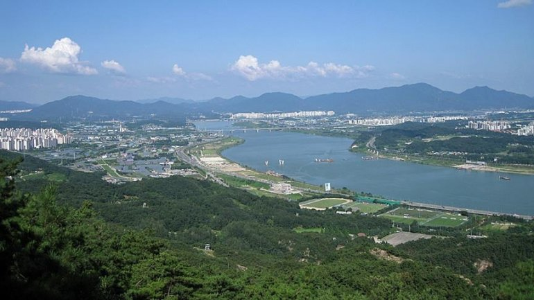 South Korea repatriates stranded fishermen to North Korea