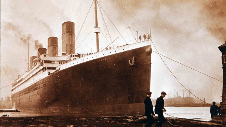 China builds a full-size replica of Titanic 1,200 kilometers away from sea